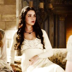 18 Reasons Why You Need To Be Watching Reign, Princess Elena Mary Stuart, Mary Queen Of Scots, Queen Mary, Adelaide Kane Gif, Adelaine Kane, Wedding Ideias, Reign Tv Show, Reign Dresses, Reign Fashion