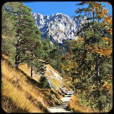 I love fall. And the mountains. #soultravels #outdoorgirl #adventuregirl #mindful #munichandthemountains