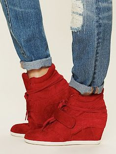 Sneaker Wedges for Petite Girls - Short and Curvy | blue hour diy