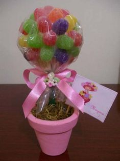 como-fazer-enfeites-com-bolinha-de-isopor-002 Candy Bouquet Diy, Diy Bouquet, Chocolate Flowers, Chocolate Bouquet, Arts And Crafts Projects, Fun Projects, Cowboy Baby Shower, Disney Princess Birthday Party, Unisex Baby Shower