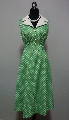 1960s Green White Polka Dot Pointed Collar Sleeveless Mod Dress Size M/L #pinup #mod #vintage #retro #polkadot #dress #ceelostintime