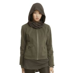 Your fashion sense is about to get rebellious with the Star Wars Rogue One Jyn Rebel Alliance Girls Jacket. Inspired by the jacket worn by Felicity Jones' Jyn Erso in Rogue One: A Star Wars Story, this olive green 100% cotton jacket lets you blend in at both Rebel Alliance and Empire hangouts wit