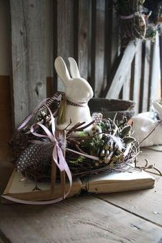 Easter home decoration Funny Easter Bunny, Happy Easter, Easter Tree, Easter Wreaths, Easter Table Decorations, Spring Crafts, Diy And Crafts, Bunnies, Wreaths