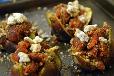 Fresh Baked Figs with Spanish Chorizo, Goat Cheese and Almonds Spanish Cuisine, Spanish Tapas, Fig Appetizer, Appetizers, My Favorite Food, Favorite Recipes, Chorizo Recipes, Fresh Figs, Almond Recipes