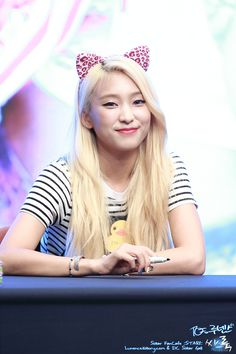 SISTAR - Yoon BoRa #윤보라 #보라 'Shake It' era fansign 150705