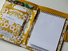 Kladde Sewing Tutorials, Sewing Crafts, Sewing Projects, Sewing Patterns, Fabric Book Covers, Diy Accessoires, Fabric Journals, Notebook Covers, Diy Arts And Crafts