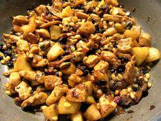 Εξαιρετικό φαγητό με πλούσια αρώματα και γεύση !!! Υλικα 800γρ φιλέτο κοτόπουλο σε κύβους1 πακέτο μανιτάρια σε φέτες2 ξινόμηλα σε κύβους1 κουτ σούπας καυτε Kung Pao Chicken, Ethnic Recipes, Food, Essen, Meals, Yemek, Eten