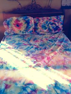 i have always wanted to tye dye sheets! ill have to keep an eye out for el cheapos