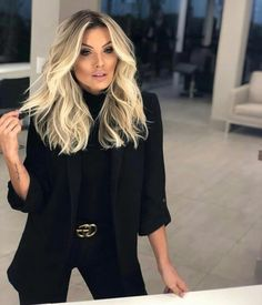 Pin on Hair Perfect Blonde Hair, Ash Blonde Hair, Platinum Blonde Hair, Blonde Hair With Dark Roots, Shortish Hair, Lemon Face Mask, Professional Hairstyles, Blonde Highlights, Hair Dos