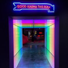 ´Good karma this way' Neon sign. Exactly what I need right this second :-)