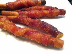 Bacon Wrapped Grissini (breadsticks) Breadsticks wrapped in bacon and rolled in a brown sugar/chili powder mix then baked to crispy sweet & salty perfection! Bacon Appetizers, Appetizer Dips, Appetizer Recipes, Party Appetizers, Party Snacks, Bacon Recipes, Cooking Recipes, Game Recipes, Brown Sugar Bacon