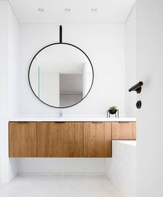 Kedem Architects designed a dark brass lattice wall for a Tel Aviv apartment. The modern floor lamps. Bathroom Mirror Makeover, Diy Vanity Mirror, Vanity Bathroom, Bathroom Faucets, Contemporary Interior Design, Decor Interior Design, Interior Decorating, Simple Interior, Minimal Bathroom