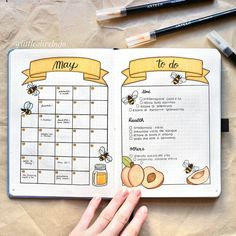 16 Bee & Honeycomb Themed Bullet Journal Layout Ideas Bee and honeycomb layouts are increasingly popular this season and I wanted to show it off. Here are 16 bee and honeycomb themed bullet journal layouts. Bullet Journal School, Bullet Journal Inspo, Bullet Journal Doodles, Bullet Journal Spreads, Bullet Journal Banner, Bullet Journal Lettering Ideas, Bullet Journal Notebook, Bullet Journal Aesthetic, Bullet Journal Ideas Pages