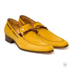 FERI Jonatas Shoes - Mens genuine leather boat shoes - Made with super soft… Boat Accessories, Fashion Accessories, Yellow Heels, Leather Boat Shoes, Office Fashion, Cowhide Leather, Italian Leather, Designer Shoes, Men's Shoes