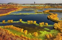 Salt and sulphur formations at Dallol Volcano in Danakil Depression, Ethiopia Beautiful World, Beautiful Places, Amazing Places, Places Around The World, Around The Worlds, Belle Villa, Natural Phenomena, Day Tours, Science And Nature
