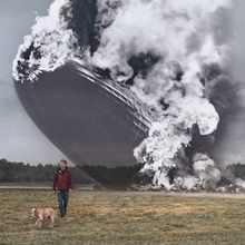 Seth Taras é um fotógrafo dos Estados Unidos. Ele foi chamado para criar uma campanha onde mistura momentos históricos à situações atuais do dia-a-dia.