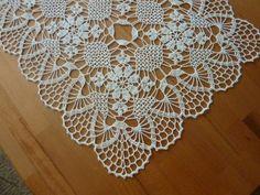 Table runnerset of doiliestable cover Beau Crochet, Crochet Lace Edging, Cotton Crochet, Thread Crochet, Crochet Flower Tutorial, Crochet Flower Patterns, Crochet Flowers, Lace Doilies, Crochet Doilies