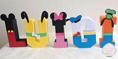 Letras 3D Turma do Mickey - feitas em papel - Tamanho 13cm altura.    Desenvolvemos outras cores. Consulte-nos!!!    Desenvolvemos projetos exclusivos!!!    * Pedidos feitos e não atualizados em até 4 dias serão automaticamente cancelados.     * Caso o prazo de produção não atenda a sua necessida...