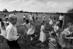 One Day With Larry Towell workshop announced for November 11, 2014 in Paris. Rare European appearance by the only Canadian member of Magnum Photo.