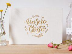 Auf jeder Hochzeit kommt man als Gast immer wieder in die Situation - das Gästebuch liegt aufgeschlagen vor einem, das Brautpaar erwartet ein paar schöne Zeilen, einen Spruch oder ein Gedicht. Das ist auch eine schöne Tradition, und natürlich möchte man dem Brautpaar den gefallen tun - nur: Was schreiben? Man möchte gerne etwas Originelles, Nettes schreiben - ein paar Zeilen aus dem Gedächtnis sind natürlich immer am schönsten.