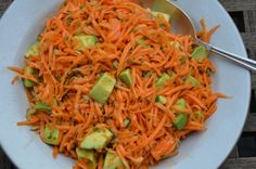 Carrot Salad with Avocado - a fresh take on an old (and rather unhealthy) classic! Shred your carrots in no time with this easy trick! Avocado Recipes, Raw Food Recipes, Veggie Recipes, Healthy Recipes, Delicious Recipes, Easy Recipes, Yummy Food, Grated Carrot Salad, Clean Eating