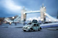 Kim Leuenberger and her tiny cars travel the world, capturing stunning vistas, intimate macro scenes, and famous landmarks so we can all enjoy them. Miniature Photography, Toys Photography, Travel Photography, Micro Photography, Volkswagen, Combi Wv, Vw Beach, Car Places, Car Photographers