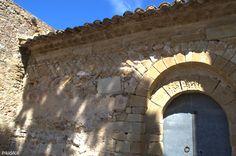 Portada prerrománica i 'opus spicatum'. Sant Esteve de Canapost. Siglos IX - XII. Canapost. Girona