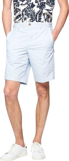 Coole Shorts in Hellblau von French Connection. Die Shorts präsentiert sich stylish, modern und verbindet hierbei klassische Elemente wie Seiten- und Paspeltaschen. Ab 54,90 €
