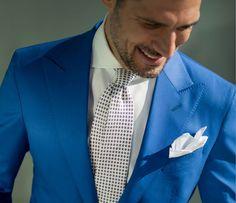 Bleu ciel vif / Coupe / Cravate / Pochette blanche / Revers