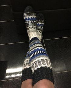 Suomi on miljoonien villasukkien maa – kuvaa meille omasi Knitting Socks, Fingerless Gloves, Arm Warmers, Knits, Instagram, Fashion, Knit Socks, Fingerless Mitts, Moda