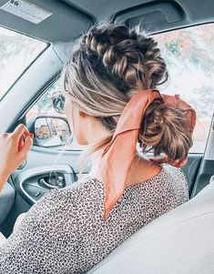 The Cutest Beach Updo Ideas That Will Give You Major Vacay Vibes Church Hairstyles, Easy Hairstyles For Long Hair, Scarf Hairstyles, Cool Hairstyles, Beach Hairstyles, Hairdos, Hair Scarf Styles, Curly Hair Styles, Ways To Wear A Scarf