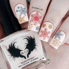 "Nail Art Joy en Instagram: ""Snowflakes nails for #nailartpromotechallenge @nailartpromote ❤❤ Products used: @laccbeauty polish 1992 @cuticulanailcare Matte top…"" Snowflake Nails, Snowflakes, Ikea Baby Nursery, Best Workwear, Nailart, Stella Valle, Xmas Nails, Couture, Your Paintings"