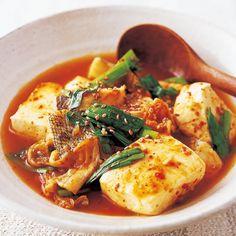 キムチ豆腐 Healthy Japanese Recipes, Japanese Food, Thai Red Curry, Side Dishes, Food Photography, Food And Drink, Favorite Recipes, Lunch, Chicken