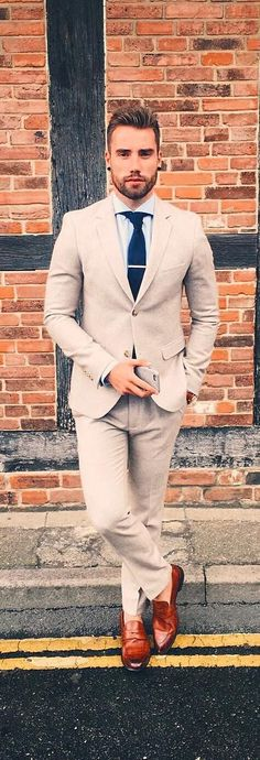Classy suits are the ultimate fashion piece for men to get sharp look. Here is a complete guide on suit outfit ideas for men. Oversized Sweater Outfit, Sweater Outfits, Classy Suits, Cool Suits, Preppy Fall Outfits, Casual Outfits, Plaid Outfits, Fashion Outfits, Formal Suits