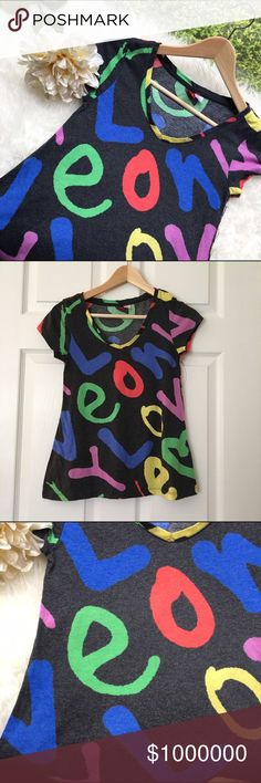 Colorful H&M V neck 💥Discounted Bundles💥 ▪️Please use the offer feature 👍🏽 ▪️Ships within 24 hours ✈️ ▪️🚫No trades🚫No Paypal 🚫Holds ▪️ Love the item but not the price?  Make an offer! 😊 ▪️Questions?  Don't be shy!  Feel free to ask 💁🏽 ▪️Condition - Very good ▪️Description - Cute gray V neck t shirt with cold colorful lettering. H&M Tops Tees - Short Sleeve