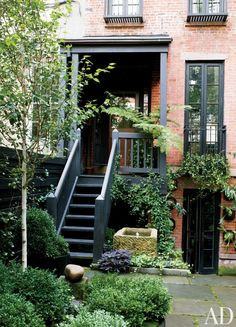 Contemporary Garden by Sawyer/Berson Architecture & Landscape Architecture in New York, New York