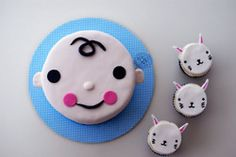 Such little cuties - made by the very talented 'Coco Cakes Cupcakes' -