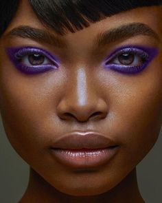 "Maquillage des yeux violet History of eye makeup ""Eye care"", put simply, ""eye make-up"" has Purple Eye Makeup, Black Girl Makeup, Dark Skin Makeup, Girls Makeup, Hair Makeup, Purple Makeup Looks, Purple Eyeshadow, Eyeshadow Makeup, Dark Skin Eyeshadow"