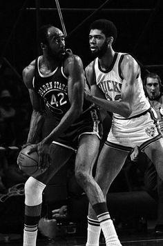 Supreme hall of fame big men Nate Thurmond and Kareem Abdul Jabbar battling in Milwaukee.