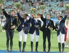 Equipe de France de Concours Complet d'Equitation médaillée d'or par équipe aux Jeux Olympiques d'Athènes, en 2004... L'un de mes plus beaux souvenirs!