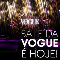 É hoje! O sempre aguardado Baile de Carnaval da Vogue de 2017 cujo tema é #ladyzodiac ganha forma esta noite direto do @hotelunique. Quer saber o que as musas da folia as atrações musicais (incluindo @anitta e @barbarafialho1) tops fashionistas e voguetes vão vestir para a já tradicional festa carnavalesca? Confira uma prévia dos looks já em vogue.globo.com! #bailedavogue #bailedavogue2017 #ladyzodiac  via VOGUE BRASIL MAGAZINE OFFICIAL INSTAGRAM - Fashion Campaigns  Haute Couture…