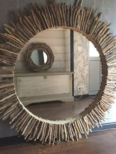 Fantastic DIY mirror frames that you can make yourself Do you have a desire to do things for yourself that everyone will admire? Check out our ideas for fantastic DIY mirror frames today that you c… Driftwood Wall Art, Driftwood Projects, Driftwood Beach, Driftwood Sculpture, Spiegel Design, Diy Mirror, Sunburst Mirror, Mirror Art, Wall Mirrors