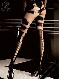 66821b5373b Collant Noir   Nude avec laçage sur l arrière des jambes Collant Couture