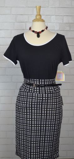 How cute is this LuLaRoe Classic T paired with the LuLaRoe Cassie skirt?!  Just add a thin belt with some cute jewelry and you are all set!