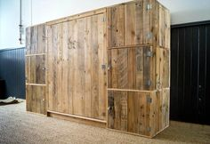 Installation of Pallet Closet/Wardrobe - Build a Dressing Room with Pallets for Free | 99 Pallets