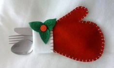 Felt Christmas Decorations, Felt Christmas Ornaments, Christmas Art, Christmas Projects, All Things Christmas, Christmas Holidays, Christmas Wreaths, Felt Crafts, Holiday Crafts