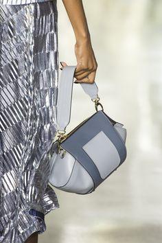 Christian Siriano at New York Fashion Week Fall 2019 - Details Runway Photos Fall Bags, Nylon Tote Bags, Hobo Bags, Christian Siriano, Casual Bags, Zipper Bags, New York Fashion, Fashion Bags, Fashion Women
