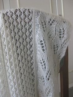 Ravelry: 1486 Wedding Shawl pattern by Plymouth Yarn Design Studio Vogue Knitting, Lace Knitting, Knitting Stitches, Knitting Patterns Free, Crochet Patterns, Free Pattern, Knitting Machine, Knitted Shawls, Crochet Shawl