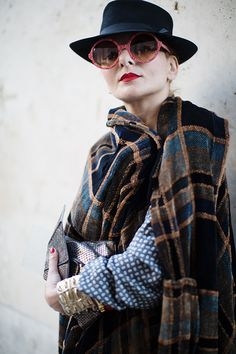 On the Street…Paisley & Plaid, Paris « The Sartorialist Catherine Baba, Street Chic, Street Style, Scott Schuman, Perfect Red Lips, Vintage Trends, Sartorialist, Style Icons, Outfit Of The Day