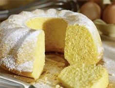 Ciambellone della nonna Who does not want a soft piece of Ciambellone grandmother, which tastes like tradition, accompanied by a large glass of milk? Cake Cookies, Cupcake Cakes, Cupcakes, Sweet Recipes, Cake Recipes, Osvaldo Gross, Sweet Bakery, Cake & Co, Cakes And More